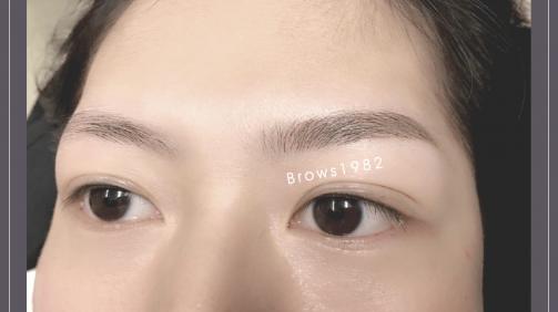 洗上眼線和做完眼線後挑片對比照